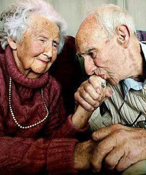 Après plus de 80 années de vie commune, à respectivement 101 ans et 105 ans, les deux amoureux sont toujours aussi beaux ...